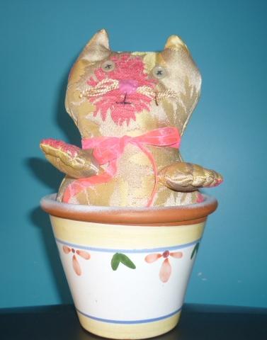 Chat dans un pot