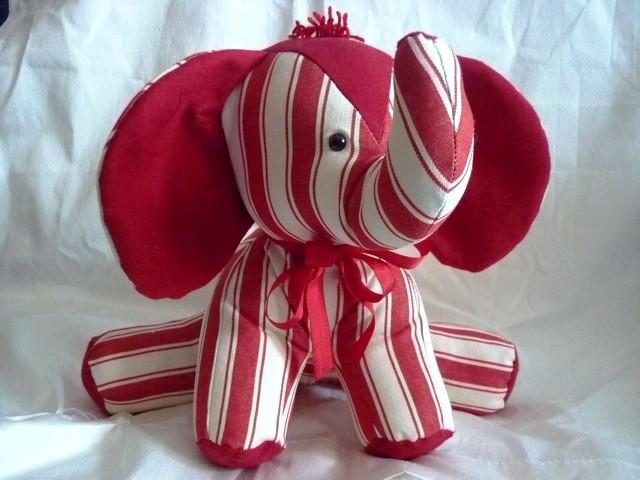 Eléphant rayée rouge