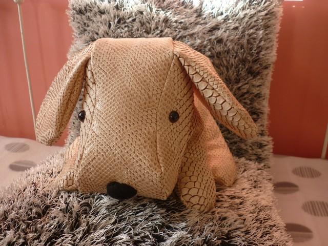 petit chien cuir marron